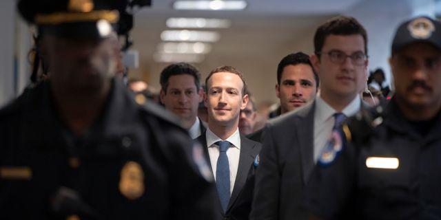 Facebooks vd och grundare Mark Zuckerberg inför ett förhör i Washington i april 2018.  J. Scott Applewhite / TT NYHETSBYRÅN/ NTB Scanpix