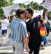 Pridetåget i Ungern. Anna Szilagyi / TT NYHETSBYRÅN