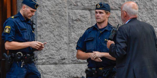 Polis på plats. Karin Wesslén/TT / TT NYHETSBYRÅN