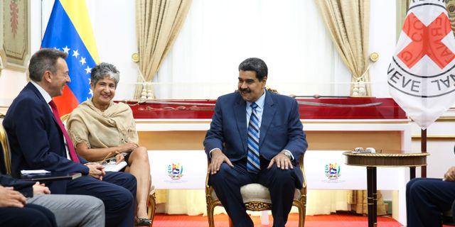 Venezuelas president Nicolás Maduro vid mötet med Röda korset. HANDOUT / TT NYHETSBYRÅN