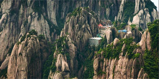 För att nå fram till Jade Screen Tower Hotel i Kina måste du första klättra upp för 60 000 trappsteg. Om du inte fuskar och tar linbanan förstås... Wikicommons