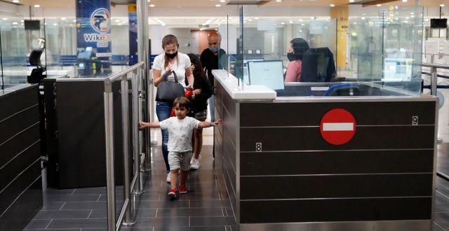 Passkontroll på Cypern. Petros Karadjias / TT NYHETSBYRÅN