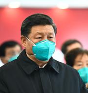 Kinas ledare Xi Jinping / Personal skyddsdräkt för bort en person som tros ha dött i covid-19 i början av året TT