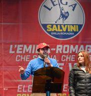 Matteo Salvini kampanjar med regionkandidaten Lucia Borgonzoni. ANDREAS SOLARO / AFP