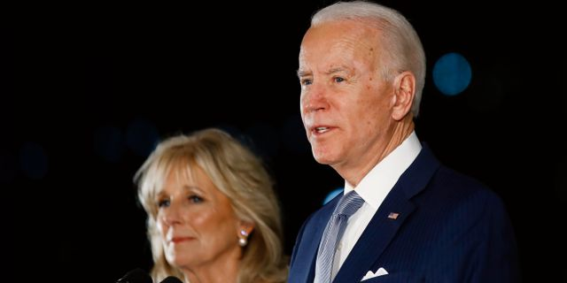 Joe Biden och hans fru Jill.  Matt Rourke / TT NYHETSBYRÅN