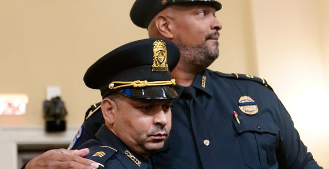 Poliserna vittnar. Andrew Harnik / TT NYHETSBYRÅN