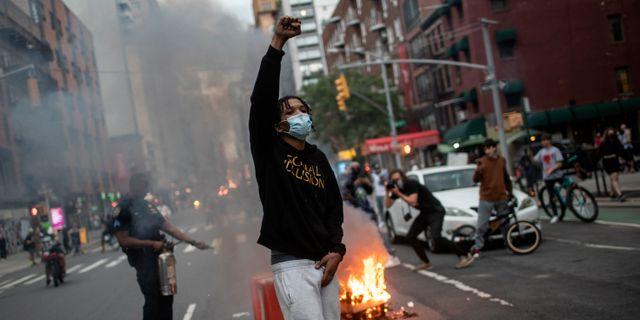Protester i New York. Wong Maye-E / TT NYHETSBYRÅN