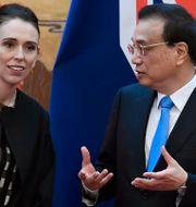 Nya Zeelands premiärminister Jacinda Arden och Kinas premiärminister Li Keqiang träffas i Peking. Naohiko Hatta / TT NYHETSBYRÅN/ NTB Scanpix
