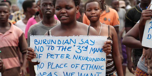 Burundier protesterar mot presidenten 2015.  Gildas Ngingo / TT NYHETSBYRÅN