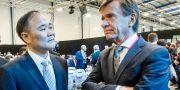 Li Shufu, ordförande i Volvo Cars, och Håkan Samuelsson, vd för samma bolag. Magnus Hjalmarson Neideman/SvD/TT / TT NYHETSBYRÅN