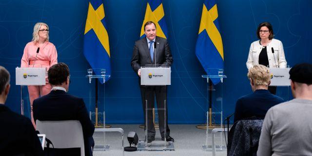 Lena Hallengren, Stefan Löfven och Isabella Lövin under en pressträff i tisdags. MAXIM THORE / BILDBYRÅN