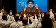 Hizbollah-medlemmar lyssnar på ledare Sayyed Hassan Nasrallahs videokonferens i slutet av april. Hussein Malla / TT NYHETSBYRÅN/ NTB Scanpix