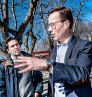 Benjamin Dousa och Moderaternas partiledare Ulf Kristersson. Tomas Oneborg/SvD/TT / TT NYHETSBYRÅN