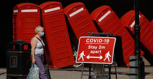 Storbritannien får vänta på att samhället öppnar upp i ytterligare fyra veckor.  Matt Dunham / TT NYHETSBYRÅN