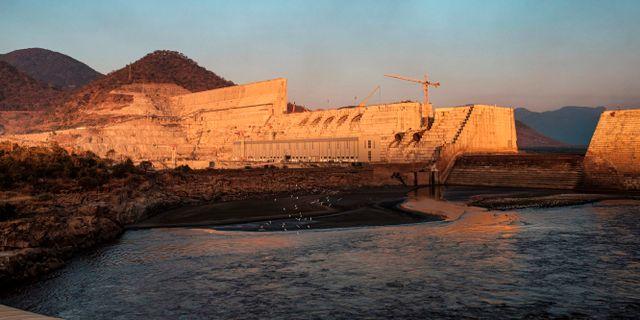 Dammen under uppbyggnad. EDUARDO SOTERAS / AFP