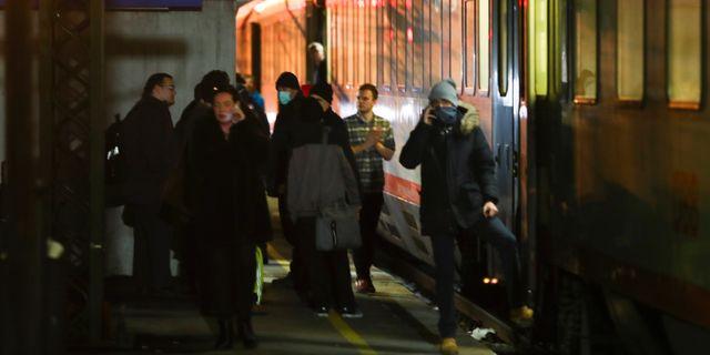 Passagerare vid italienska sidan av Brennerpasset under söndagen. Matthias Schrader / TT NYHETSBYRÅN