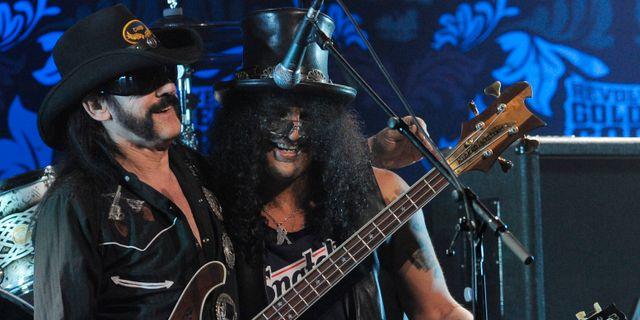 Lemmy Kilmister tillsammans med gitarristen Slash från Guns N'Roses Chris Pizzello / TT / NTB Scanpix