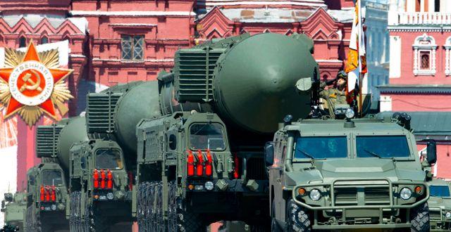 Ryska kärnvapenbärare under parad på Röda torget 2020.  Alexander Zemlianichenko / TT NYHETSBYRÅN
