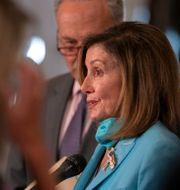 Arkivbild: Representanthusets talman Nancy Pelosi samt senatens minoritetsledare Chuck Schumer, båda demokrater. Carolyn Kaster / TT NYHETSBYRÅN