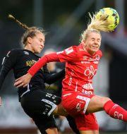 Göteborgs Julia Zigotti Olme i närkamp med Örebros Nellie Lilja. DANIEL STILLER / BILDBYRÅN