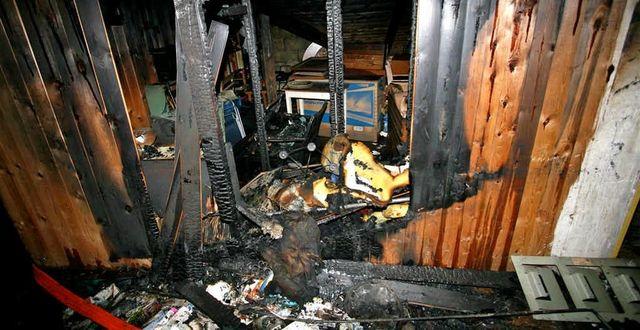 En av de bränder som Gryningspyromanen misstänkts för. Bild ur polisens förundersökningsprotokoll. POLISEN / TT NYHETSBYRÅN