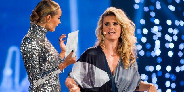 Carina Berg och Christine Meltzer, programledare under årets Kristallengala. Janerik Henriksson/TT / TT NYHETSBYRÅN
