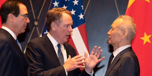 USA:s förhandlare Steven Mnuchin och Robert Lighthizer med deras kinesiske motpart Liu He. Ng Han Guan / TT NYHETSBYRÅN