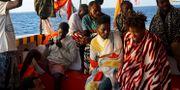 Migranter ombord på Open Arms. Francisco Gentico / TT NYHETSBYRÅN