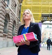 Finansminister Magdalena Andersson (S) på budgetpromenaden igår.  Anders Wiklund/TT / TT NYHETSBYRÅN