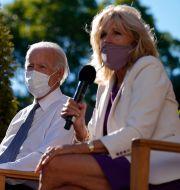 Joe Biden och hustrun Jill. Carolyn Kaster / TT NYHETSBYRÅN