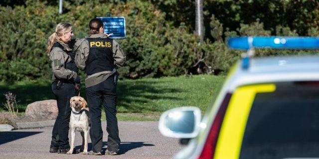 Polisen vid brottsplatsen i Arlöv. Johan Nilsson/TT / TT NYHETSBYRÅN