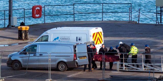 En kropp bärgas från Engelska kanalen den 7 februari. Steve Parsons / TT NYHETSBYRÅN/ NTB Scanpix