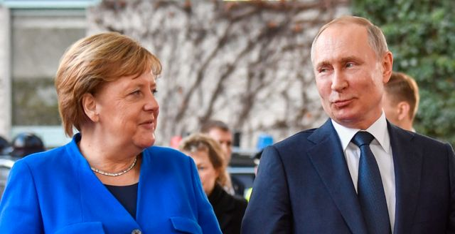 Merkel och Putin.  JOHN MACDOUGALL / AFP