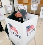 Väljare förtidsröstar i Iowa. Charlie Neibergall / TT NYHETSBYRÅN