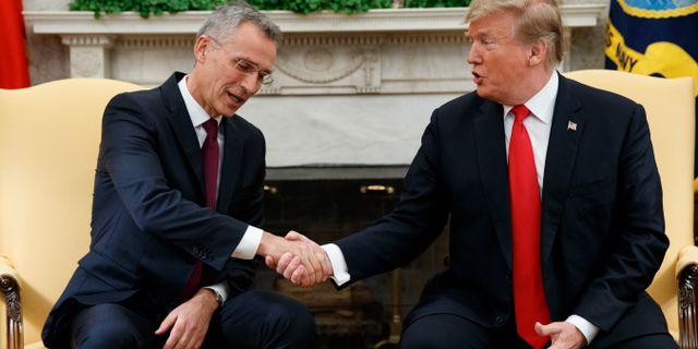 Stoltenberg mötte Trump i Ovala rummet. Evan Vucci / TT NYHETSBYRÅN/ NTB Scanpix