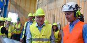 Statsminister Stefan Löfven inleder sin inrikesturné med ett besök på sågverksföretaget Gällö Timber i Jämtland. Robert Henriksson/TT / TT NYHETSBYRÅN