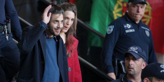 Salvador Sobral och hans syster Luisa Sobral efter vinsten i ESC 2017. Armando Franca / TT / NTB Scanpix