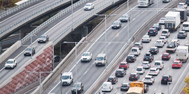 Bilkö på Essingeleden i Stockholm. Fredrik Sandberg/TT / TT NYHETSBYRÅN