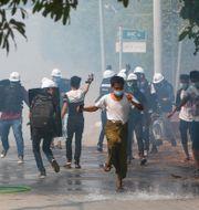 Protester mot juntan i Mandalay.  STR / TT NYHETSBYRÅN