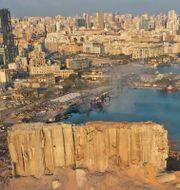 Bild visar skadorna efter explosionen i Beiruts hamn. Hussein Malla / TT NYHETSBYRÅN