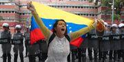 En av oppositionens anhängare i Caracas. Martin Mejia / TT NYHETSBYRÅN/ NTB Scanpix