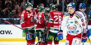 Frölundas Patrik Carlsson jublar med lagkamrater efter 4-0 under ishockeymatchen i SHL mellan Frölunda och Oskarshamn MICHAEL ERICHSEN / BILDBYRÅN