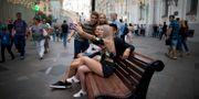 Ryska ungdomar på Röda torget i Moskva. Illustrationsbild. Alexander Zemlianichenko / TT / NTB Scanpix