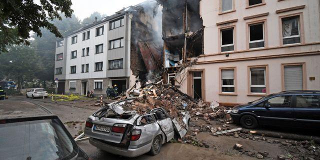 En skadad i explosion pa arbetsplats