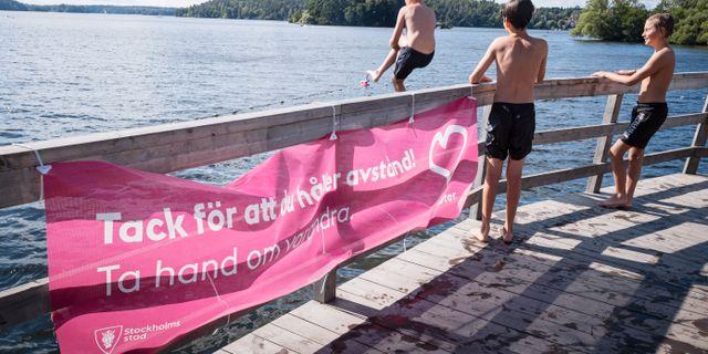 Barn badar vid Örnsbergsklipporna i Stockholm. Naina Helén Jåma/TT / TT NYHETSBYRÅN