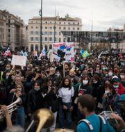 Protester i Frankrike. Daniel Cole / TT NYHETSBYRÅN