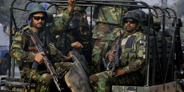 Fyra hangda efter skolmassakern i pakistan