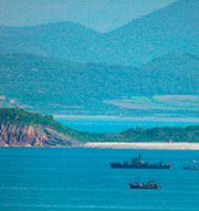 Nordkoreanska krigsfartyg sedda från Sydkorea. Ahn Jung-won / TT NYHETSBYRÅN