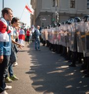 Demonstranter och kravallpolis. TT NYHETSBYRÅN