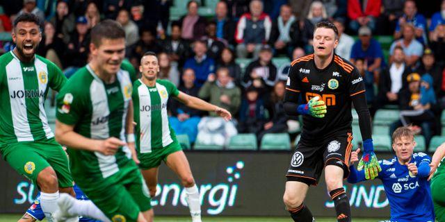 Hammarbys Vidar Örn Kjartansson gör 2–3 på Sundsvalls Lloyd John Saxton vid klubbarnas förra möte 15 juli. Erik Mårtensson/TT / TT NYHETSBYRÅN
